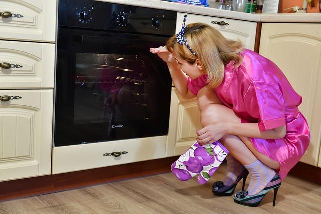 žena při pečení