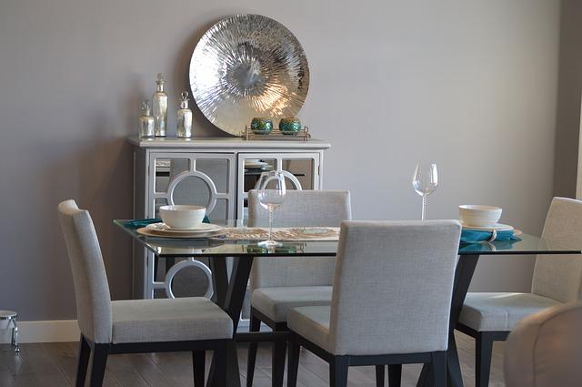 stůl jídelny.jpg