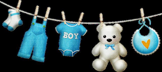 dětské oblečení a plyšák